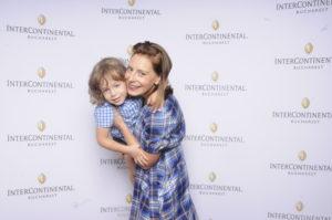 Eli Roman si fiul ei, Andrei